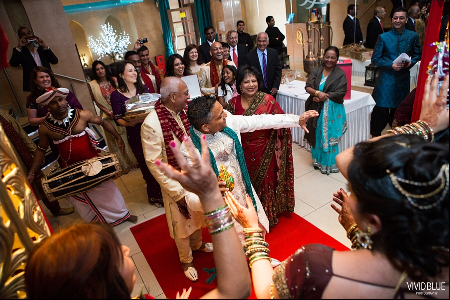 vividblue-Meera-Darren-hindu-wedding-uk103