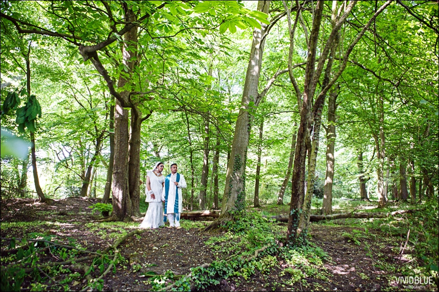 Vivid-blue-wedding-couple-shoot096