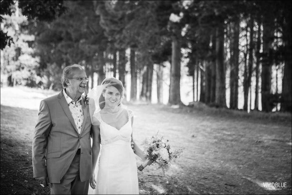 Vivid-Blue-Christo-Eveleen-Forest-wedding00040