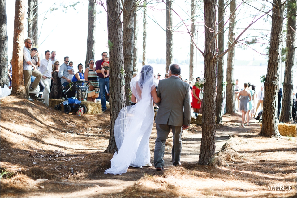 Vivid-Blue-Christo-Eveleen-Forest-wedding00043