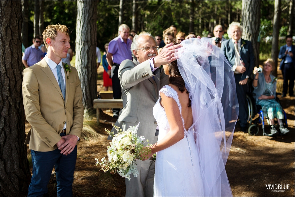 Vivid-Blue-Christo-Eveleen-Forest-wedding00045