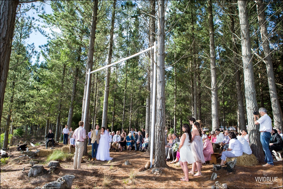 Vivid-Blue-Christo-Eveleen-Forest-wedding00052