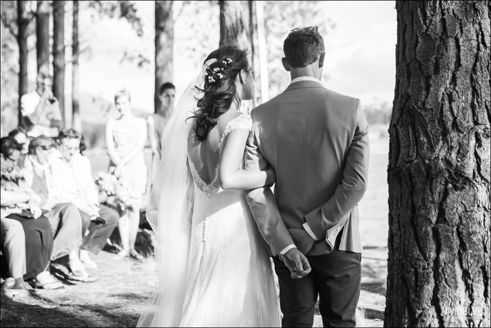 Vivid-Blue-Christo-Eveleen-Forest-wedding00054