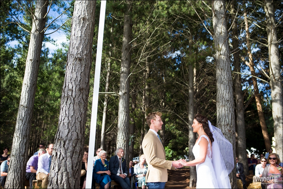 Vivid-Blue-Christo-Eveleen-Forest-wedding00058