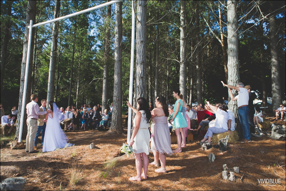 Vivid-Blue-Christo-Eveleen-Forest-wedding00061
