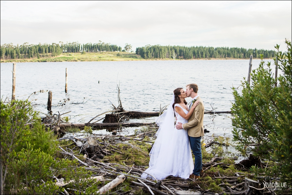 Vivid-Blue-Christo-Eveleen-Forest-wedding00095