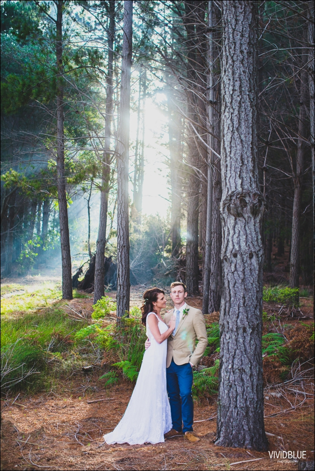 Vivid-Blue-Christo-Eveleen-Forest-wedding00110