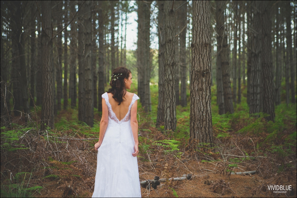 Vivid-Blue-Christo-Eveleen-Forest-wedding00120