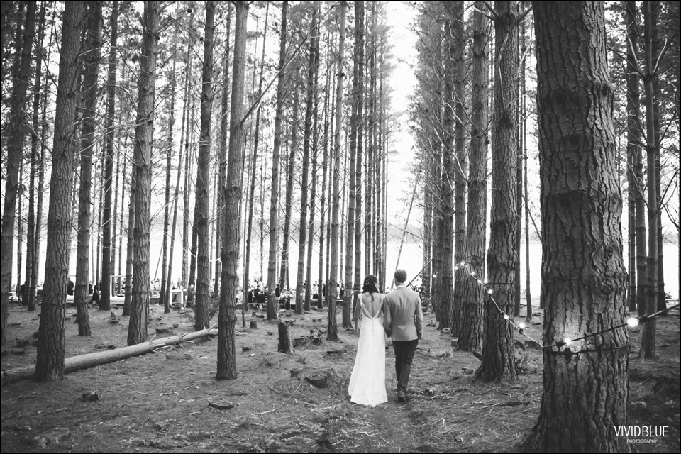 Vivid-Blue-Christo-Eveleen-Forest-wedding00140