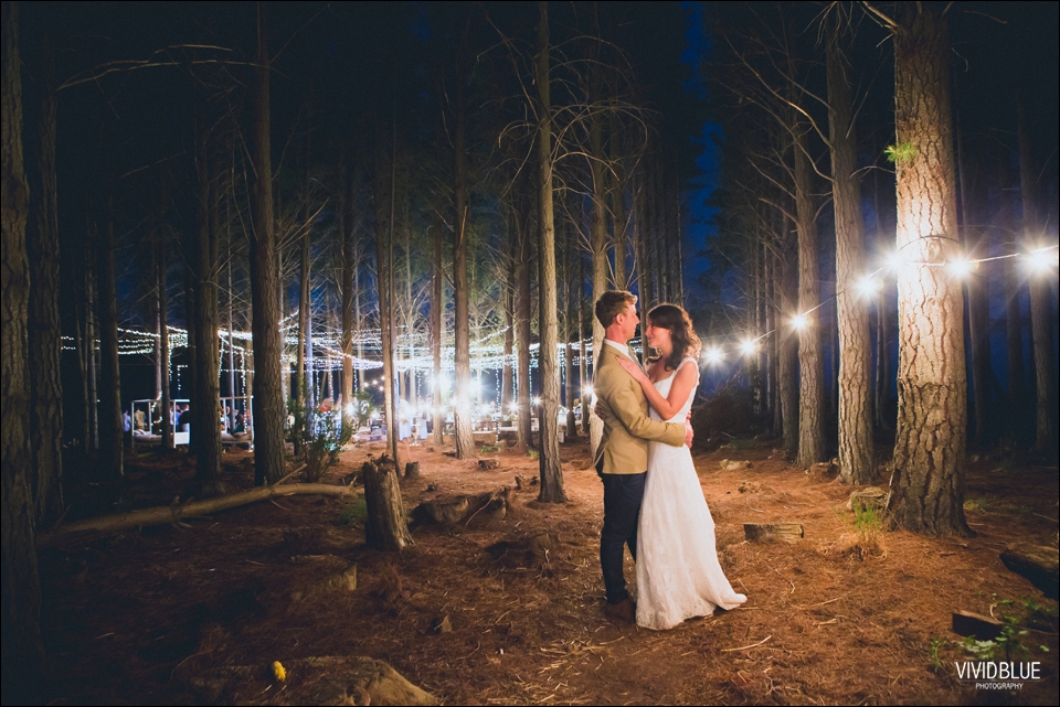 Vivid-Blue-Christo-Eveleen-Forest-wedding00178