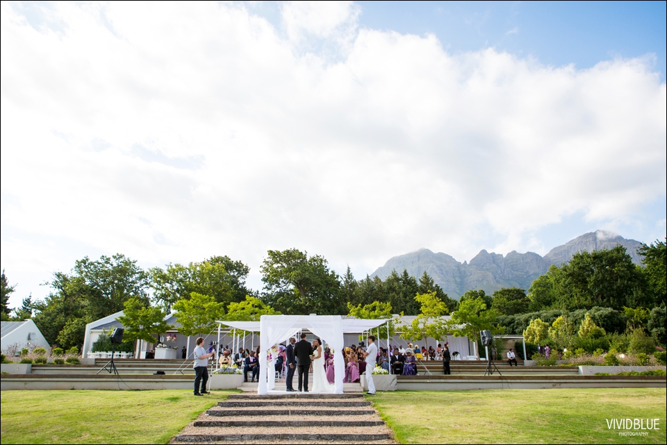 Vivid-Blue-Sam-Kiki-Lourensford-wedding075