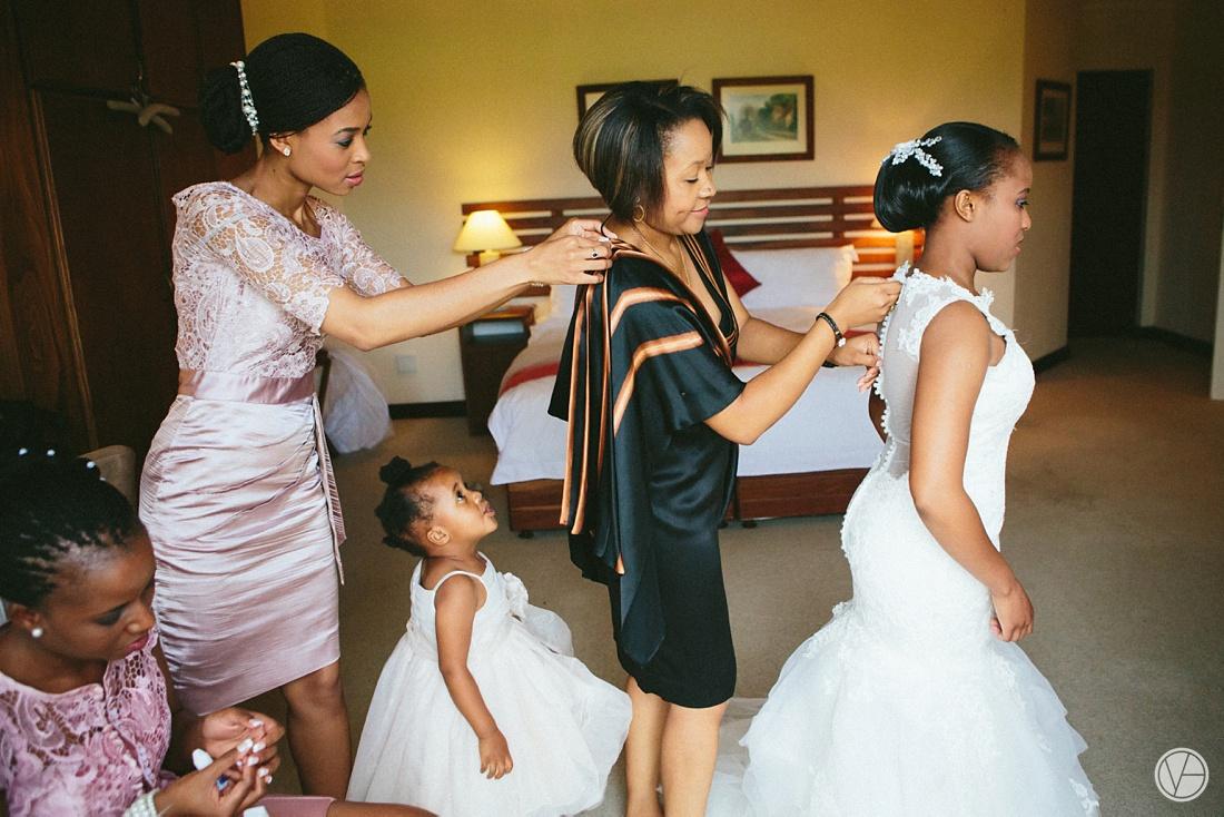 Vivid-Blue-Apoti-Zanele-Val-de-Vie-Wedding-Photography020
