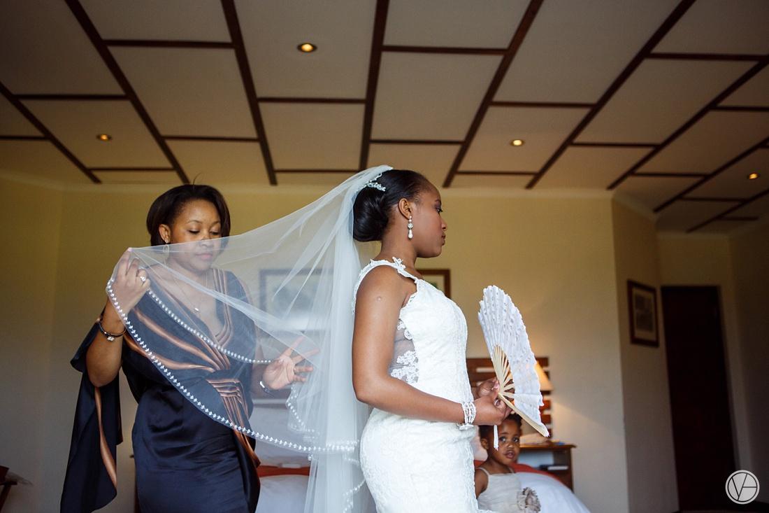 Vivid-Blue-Apoti-Zanele-Val-de-Vie-Wedding-Photography026