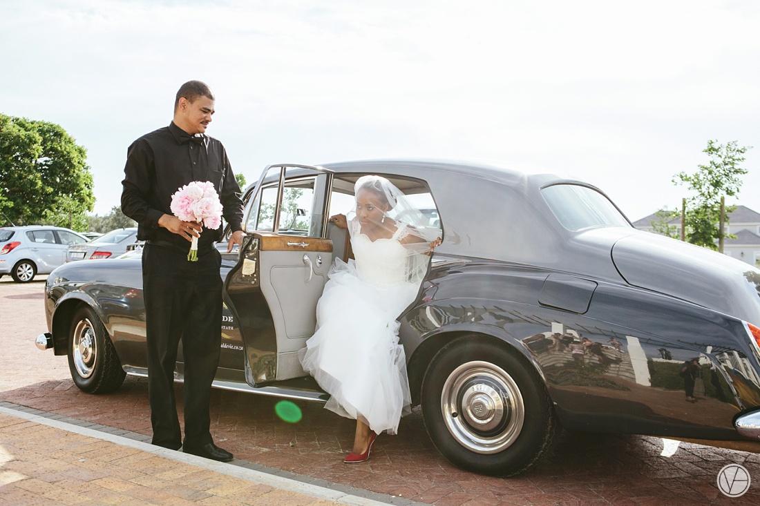 Vivid-Blue-Apoti-Zanele-Val-de-Vie-Wedding-Photography045