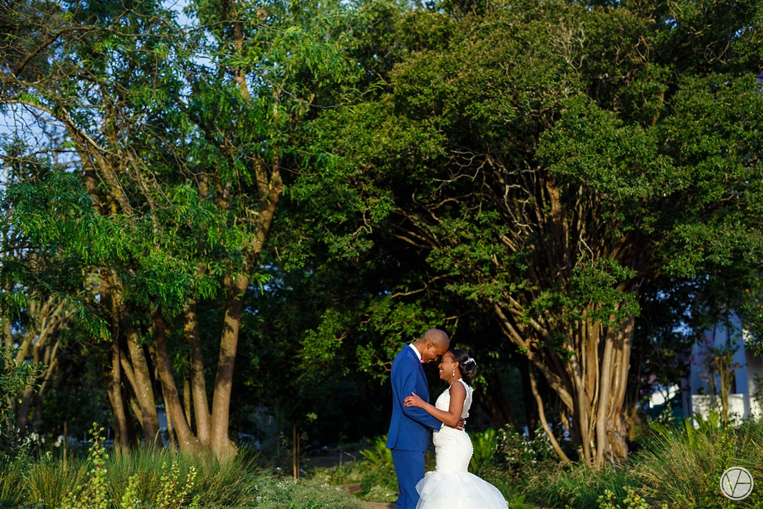 Vivid-Blue-Apoti-Zanele-Val-de-Vie-Wedding-Photography123