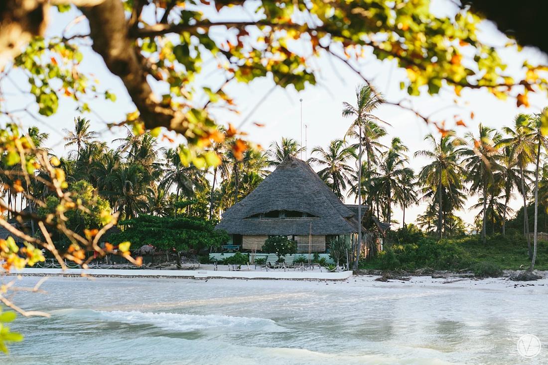 Vivid-blue-Zanzibar-wedding-Karafuu-Cobus-Cecilia-photography010