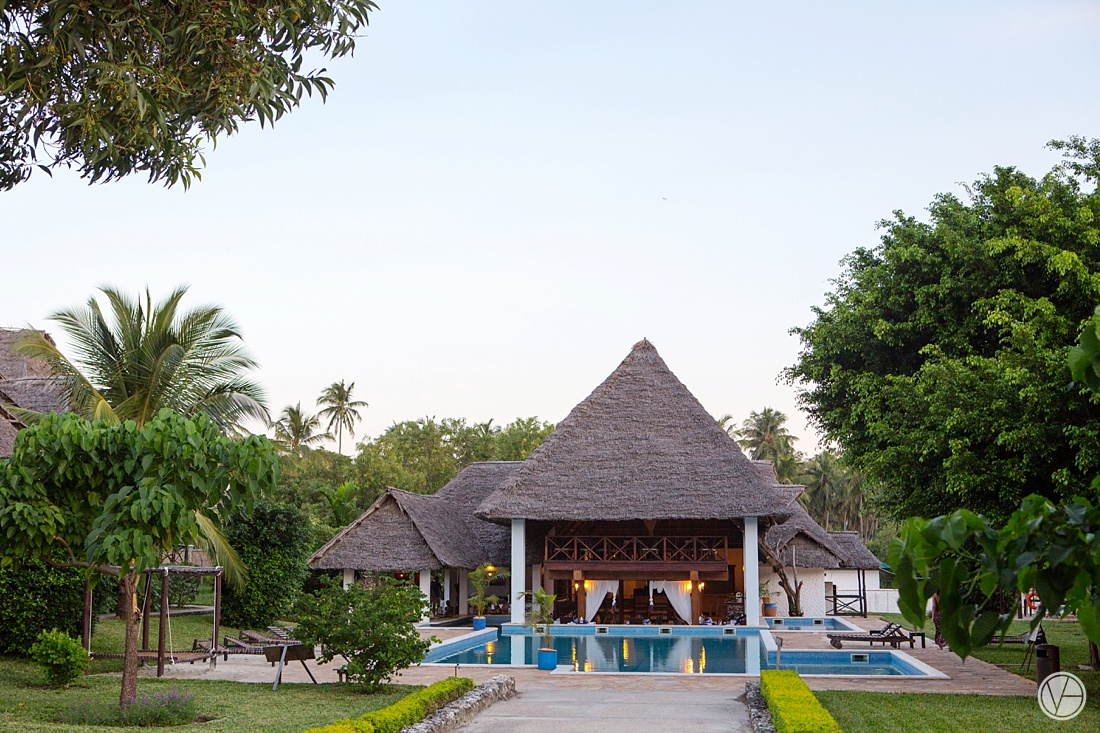 Vivid-blue-Zanzibar-wedding-Karafuu-Cobus-Cecilia-photography012