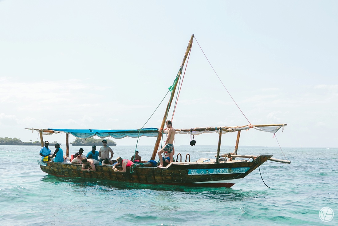 Vivid-blue-Zanzibar-wedding-Karafuu-Cobus-Cecilia-photography014