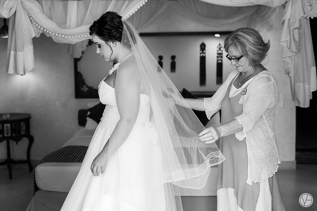 Vivid-blue-Zanzibar-wedding-Karafuu-Cobus-Cecilia-photography059