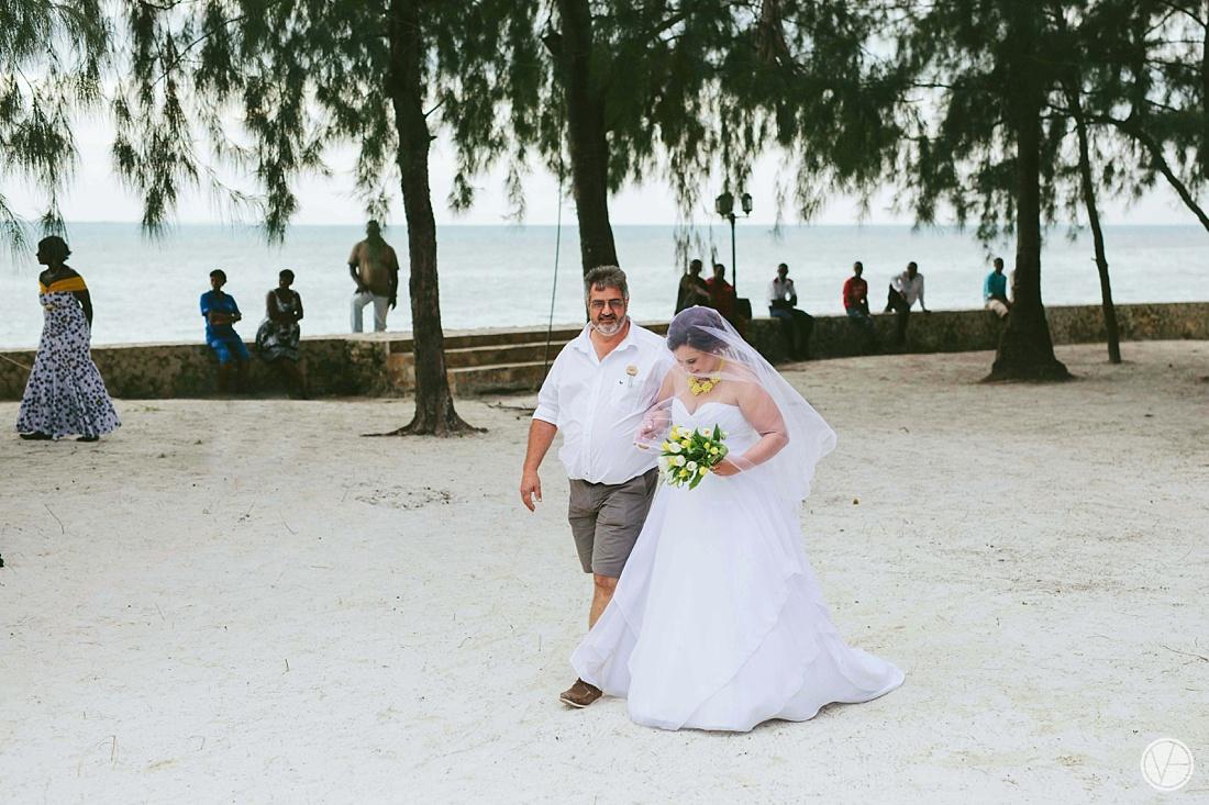 Vivid-blue-Zanzibar-wedding-Karafuu-Cobus-Cecilia-photography068