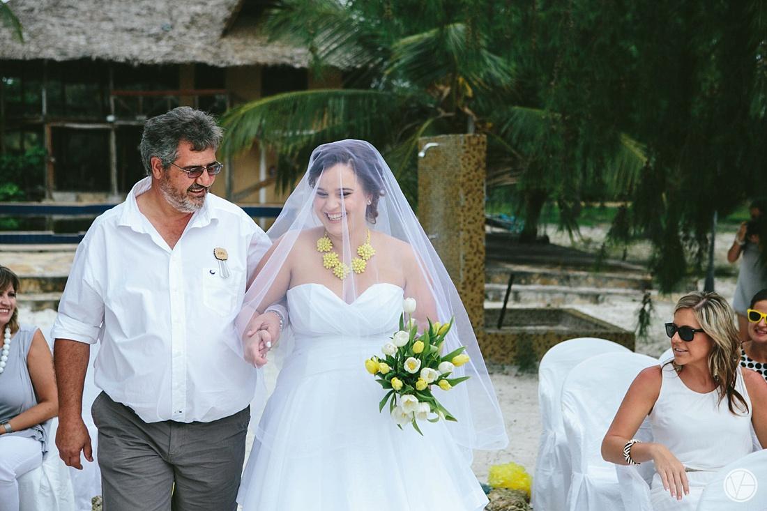 Vivid-blue-Zanzibar-wedding-Karafuu-Cobus-Cecilia-photography070