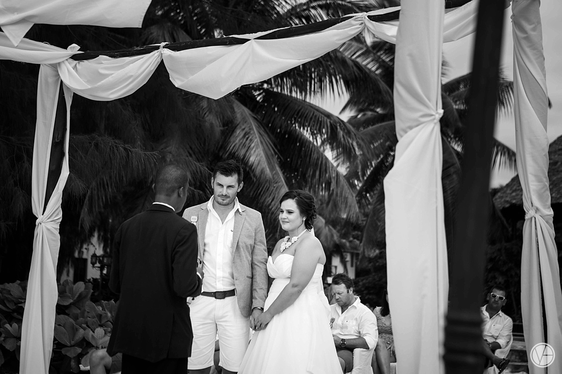 Vivid-blue-Zanzibar-wedding-Karafuu-Cobus-Cecilia-photography073
