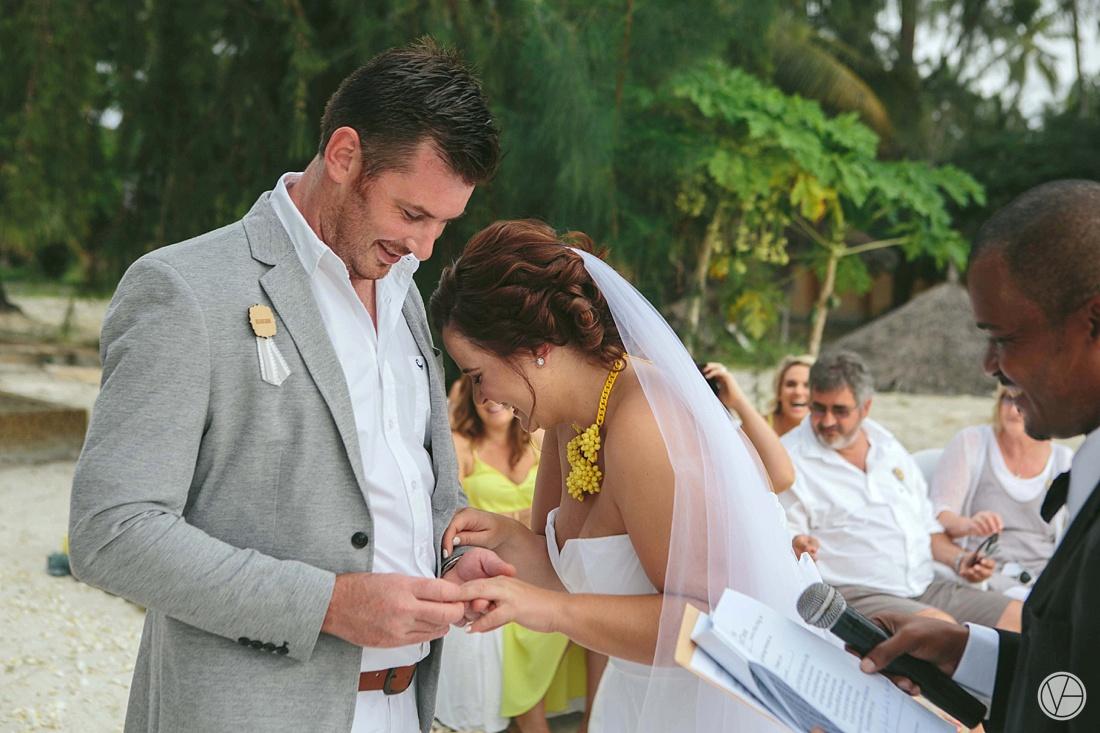 Vivid-blue-Zanzibar-wedding-Karafuu-Cobus-Cecilia-photography076