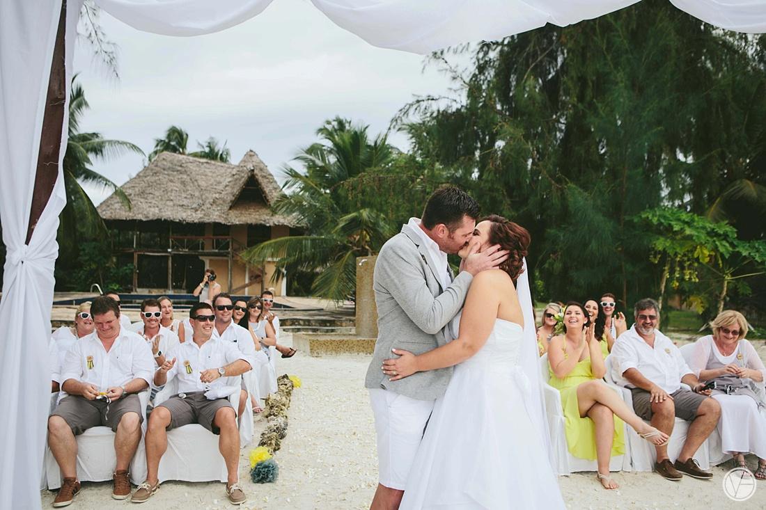 Vivid-blue-Zanzibar-wedding-Karafuu-Cobus-Cecilia-photography083
