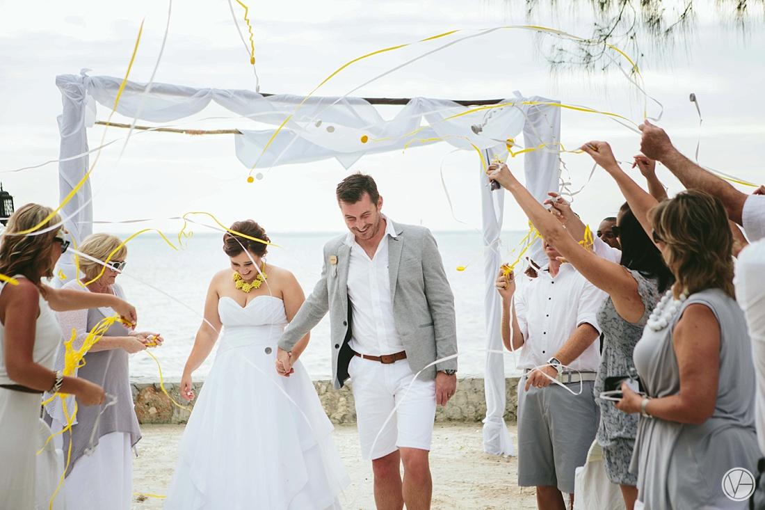 Vivid-blue-Zanzibar-wedding-Karafuu-Cobus-Cecilia-photography086