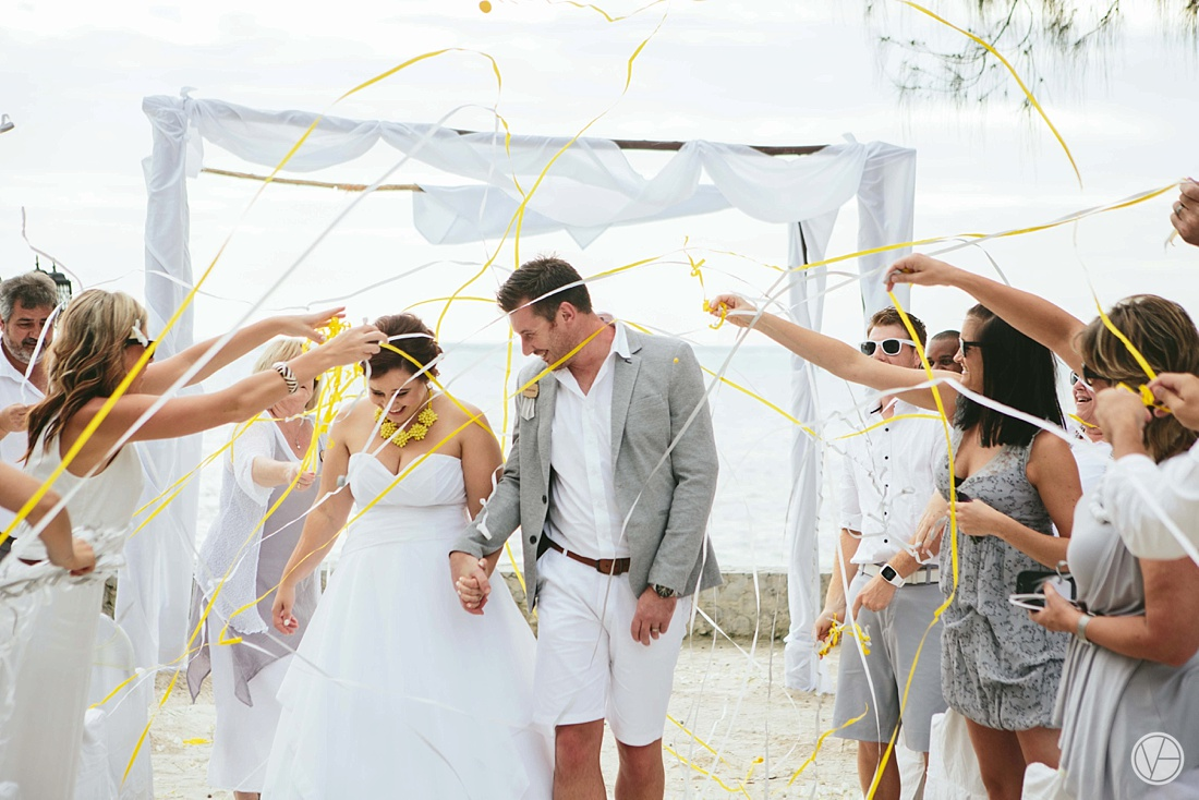 Vivid-blue-Zanzibar-wedding-Karafuu-Cobus-Cecilia-photography087