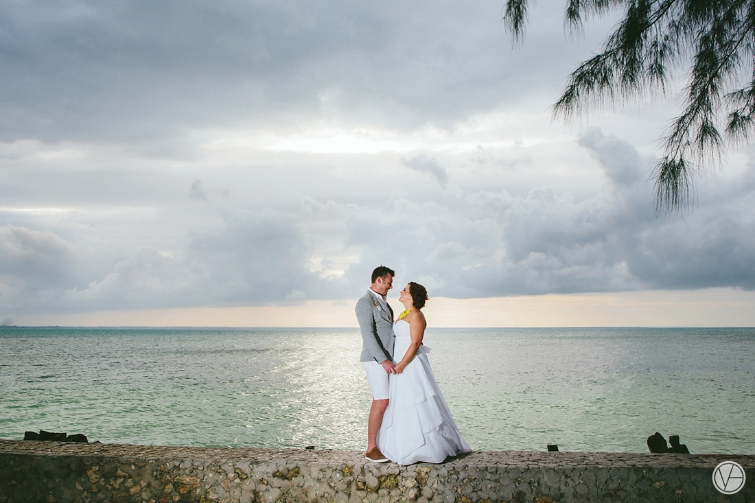 Vivid-blue-Zanzibar-wedding-Karafuu-Cobus-Cecilia-photography095