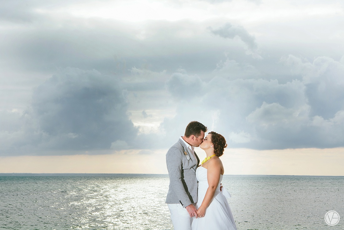 Vivid-blue-Zanzibar-wedding-Karafuu-Cobus-Cecilia-photography096
