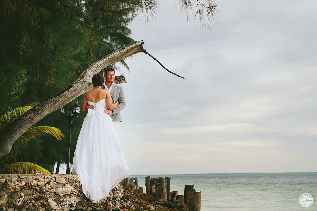 Vivid-blue-Zanzibar-wedding-Karafuu-Cobus-Cecilia-photography098