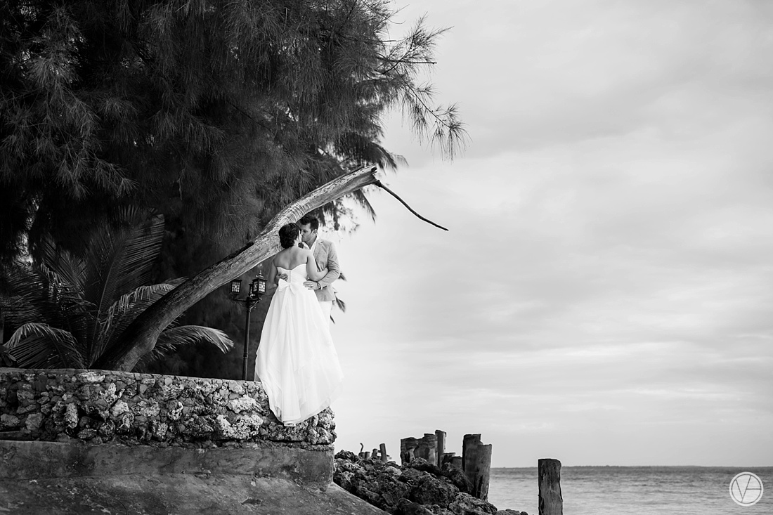Vivid-blue-Zanzibar-wedding-Karafuu-Cobus-Cecilia-photography099