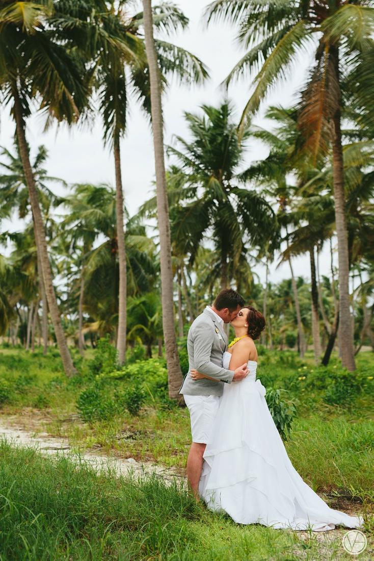 Vivid-blue-Zanzibar-wedding-Karafuu-Cobus-Cecilia-photography103