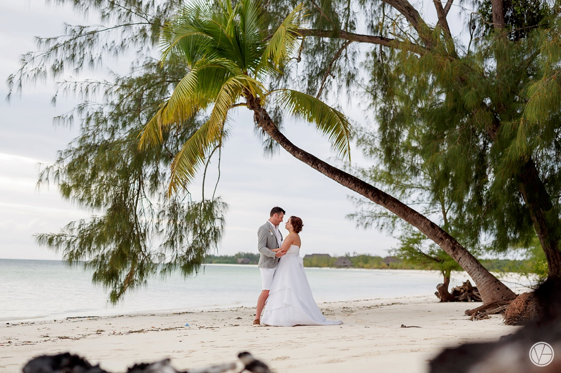 Vivid-blue-Zanzibar-wedding-Karafuu-Cobus-Cecilia-photography106