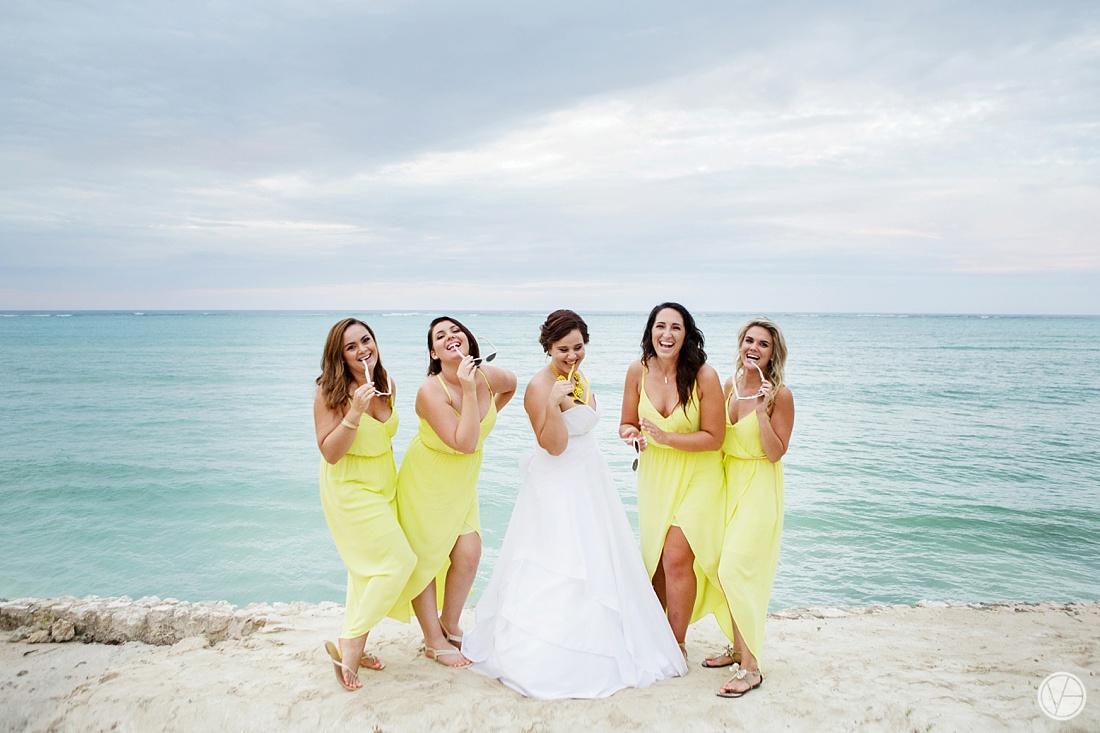 Vivid-blue-Zanzibar-wedding-Karafuu-Cobus-Cecilia-photography123