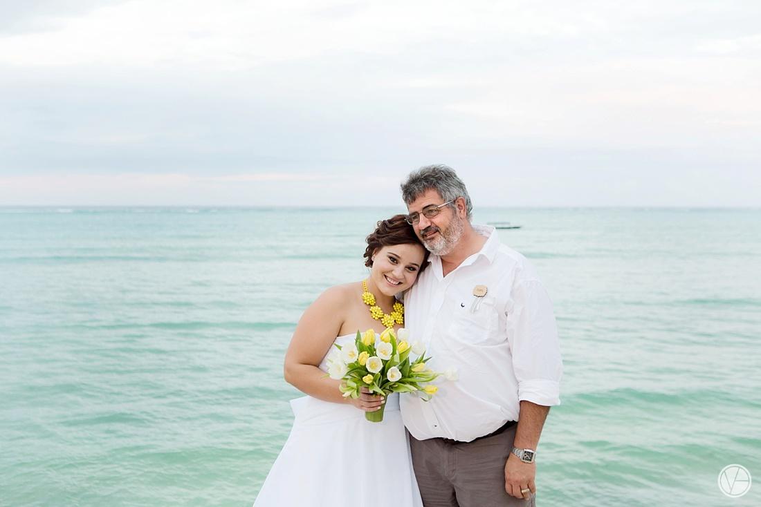 Vivid-blue-Zanzibar-wedding-Karafuu-Cobus-Cecilia-photography125