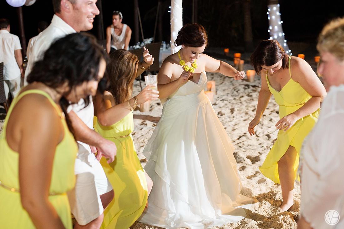Vivid-blue-Zanzibar-wedding-Karafuu-Cobus-Cecilia-photography137
