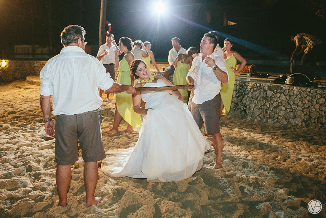 Vivid-blue-Zanzibar-wedding-Karafuu-Cobus-Cecilia-photography149