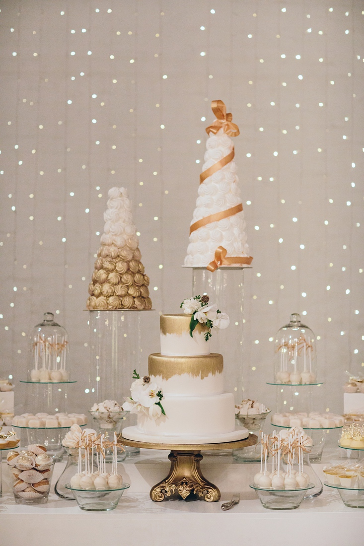 an Image taken by Vividblue of the wedding cakes and desert station at a Molenvliet wedding.